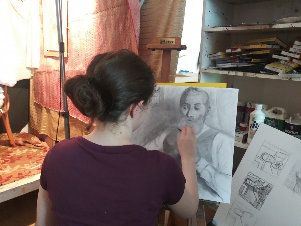 Student Anna Mor working on portrait drawing from life during Portrait Drawing Master Class.
